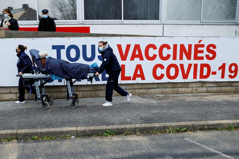 French hospitals to move into crisis mode from Thursday: newspaper - Reuters