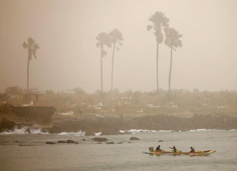 sahara-dust-chokes-senegals-capital-disrupts-fishing