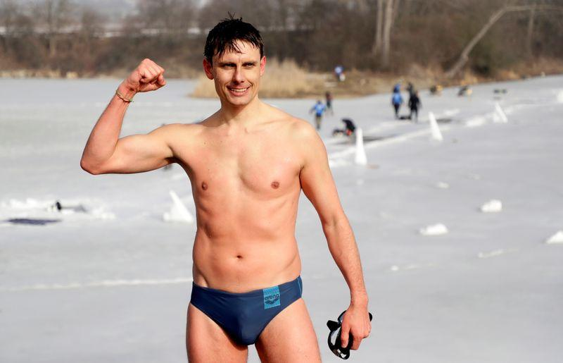 Czech free-diver breaks ice-swim world record