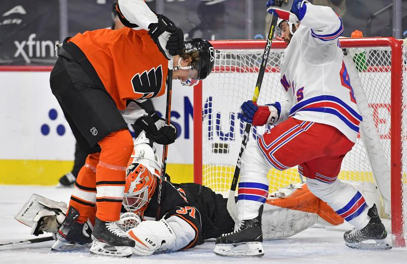 Image Claude Giroux's return sparks Flyers to win over Rangers - Reuters