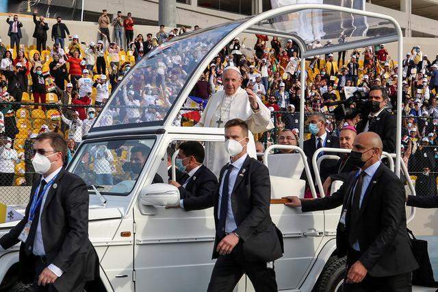 Exultant crowds gather for pope's Erbil Mass, despite coronavirus