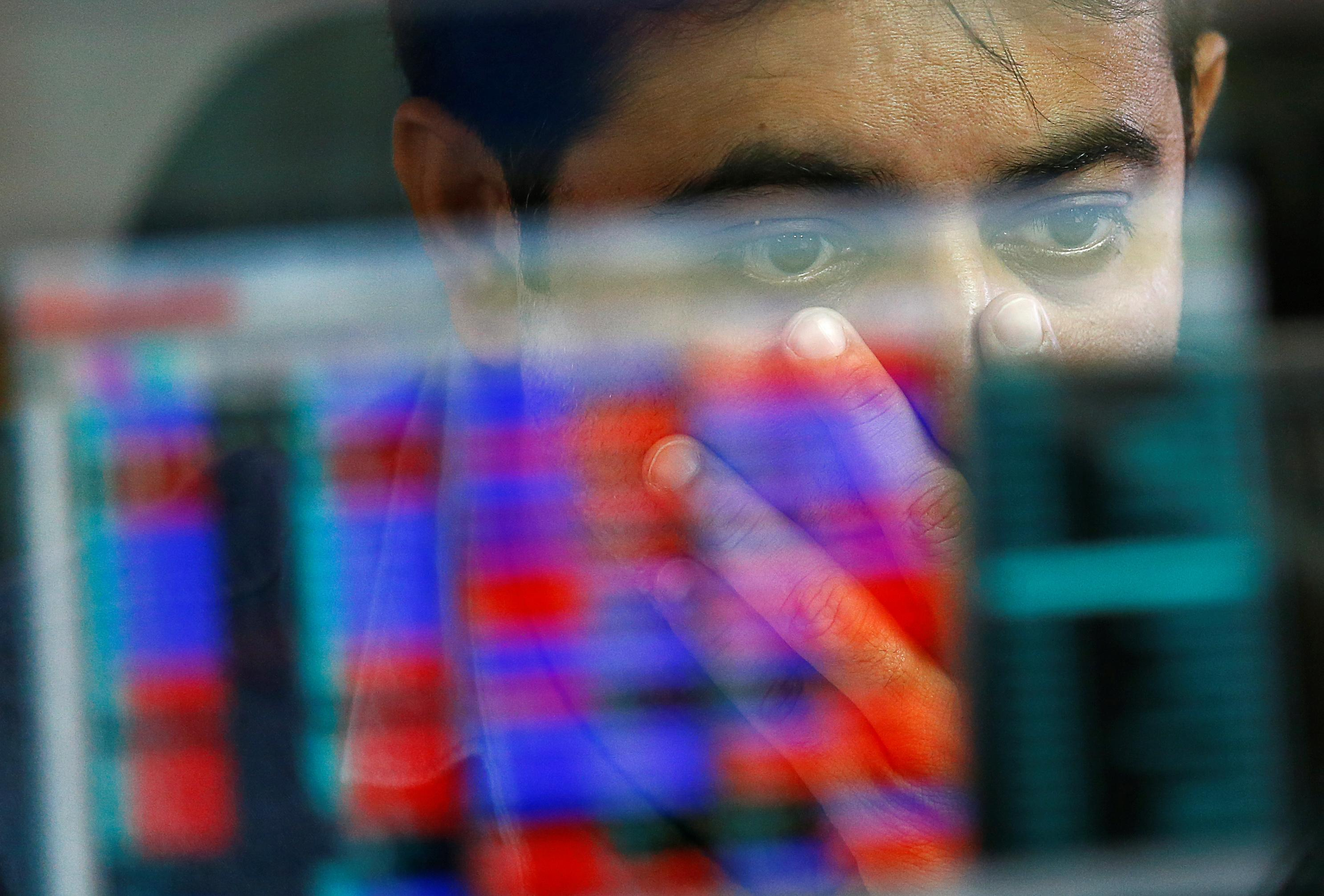 Indian shares rise as energy stocks jump; Muthoot Finance falls