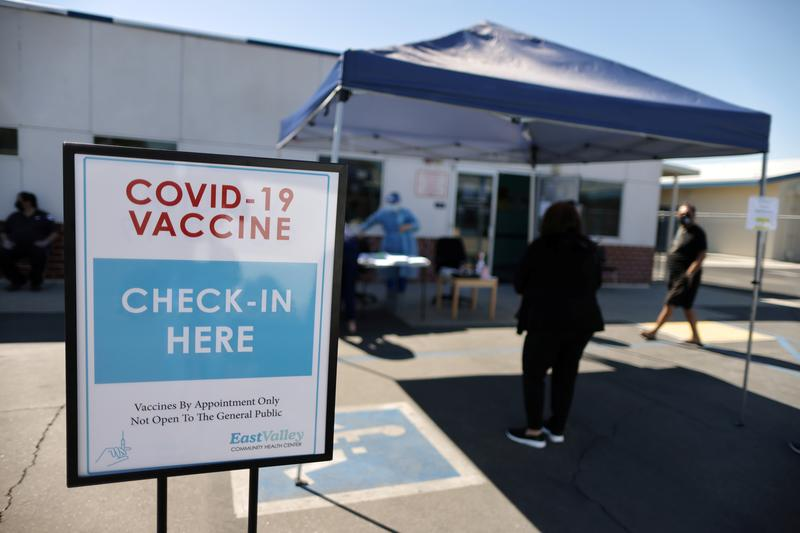 New U.S. COVID-19 cases fall 12% last week, vaccinations top 2 million a day - Reuters