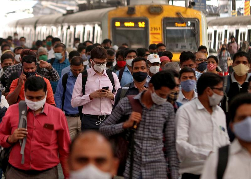 Pandemic pushes 32 million Indians out of middle class, says Pew Research |  Reuters