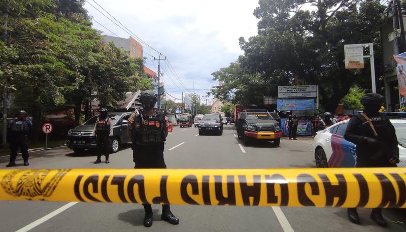 nine-wounded-as-suspected-suicide-bomber-targets-indonesian-church