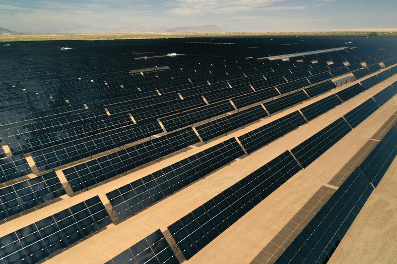 U.S. solar jobs fell 7% in 2020 on pandemic, efficiency gains