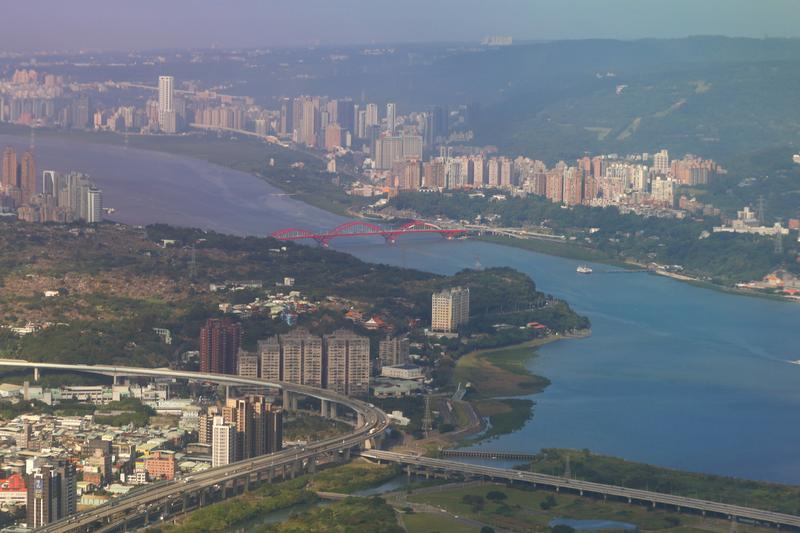 台湾で集会規制強化、6件の新型コロナ市中感染確認