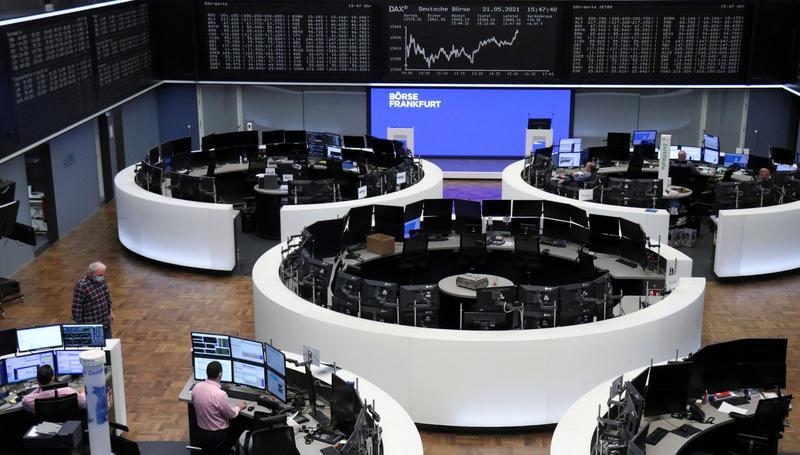 European stocks rise as central banks pledge easy money