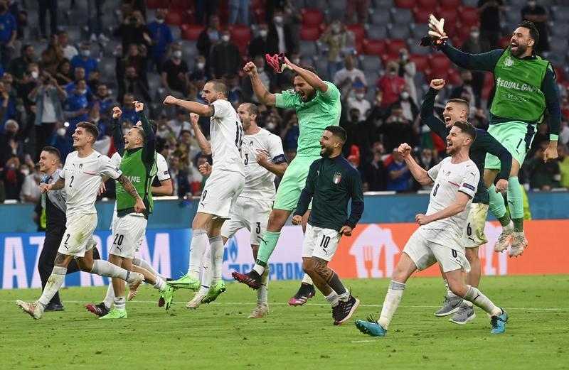 Analysis-Soccer-Italy and Belgium light up Euro 2020 quarter-finals