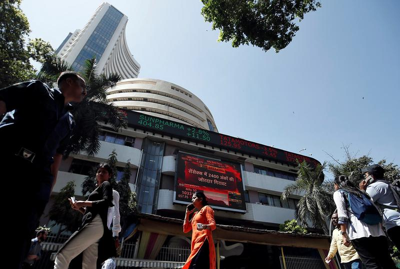Indian shares rise on banks, metals boost, HUL results expectation