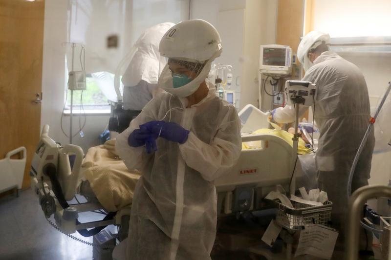 米コロナ死者数、70万人超える 全世界の14%=ロイター集計