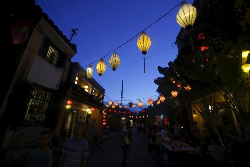 ベトナム、ワクチン接種の観光客受け入れ拡大へ 12月から