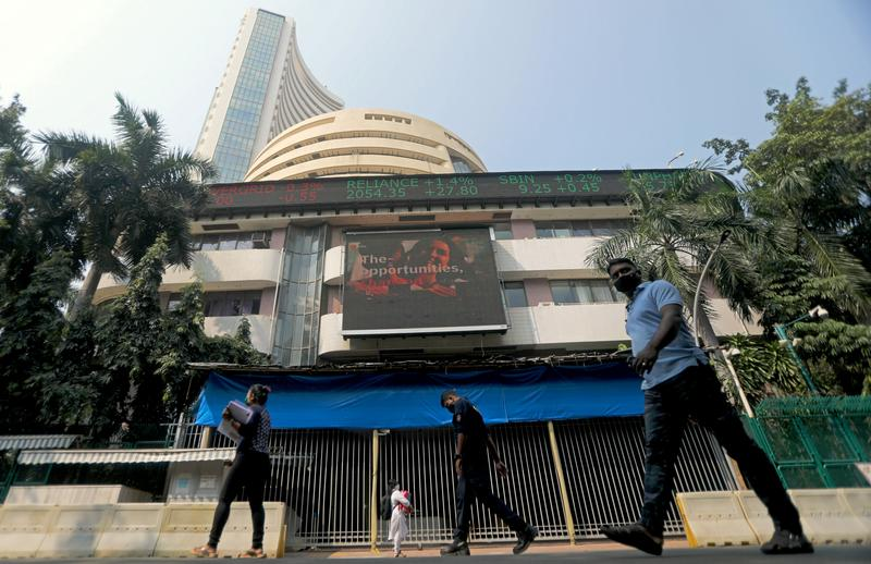 Indian stocks rise on IT, financial boost - Reuters